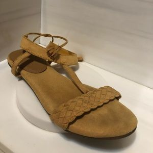 Women old navy sandals, ankle strap, size 7